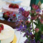 De boende bjöds på tårta för att fira